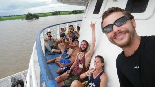 Groupe sur le bateau
