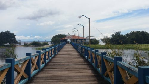 Pont qui passe au dessus de l'eau
