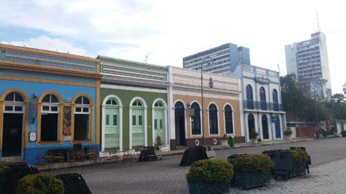 Succession de maisons colorées