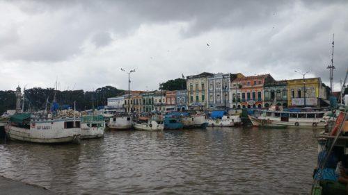 Bateaux dans le port de pêche de Belem