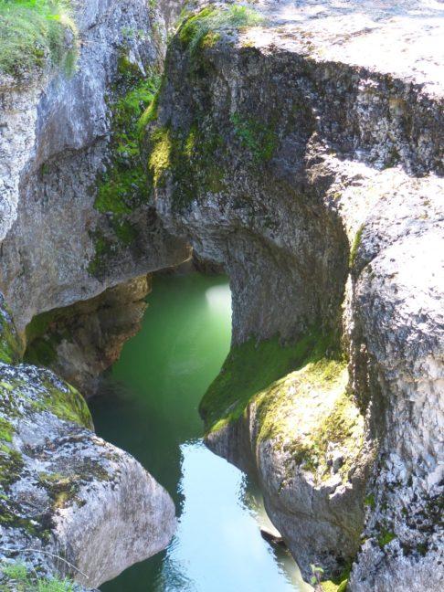 Eau turquoise dans les gorges