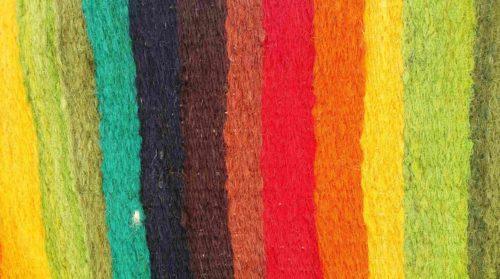 Tissu avec des bandes de couleurs