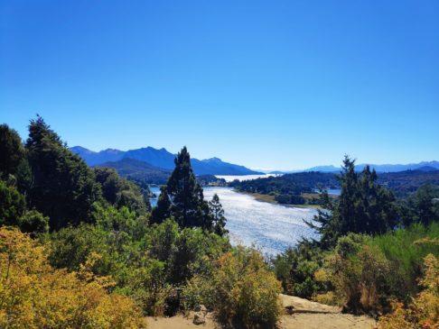 Lac Nahuel huapi sur le circuito chico de bariloche en argentine