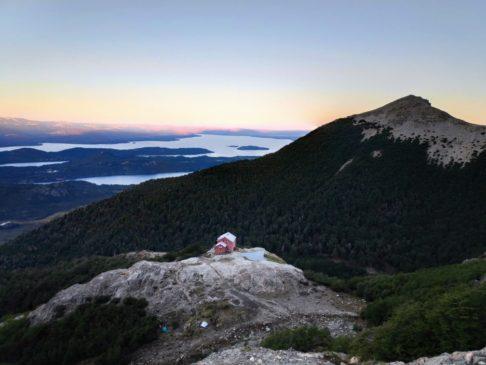 Refuge Lopez au milieu des montagne