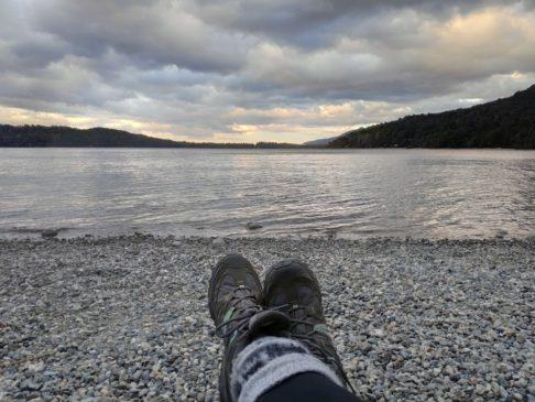 Au bord du lac perito moreno de Colonia Suiza