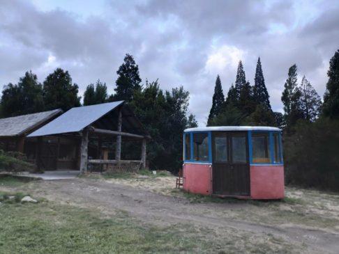 Vieille cabine de téléphérique à COlonia Suiza en argentine