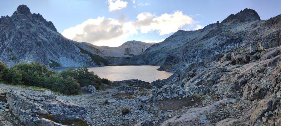 Panorama sur la laguna Negra de bariloche en argentine