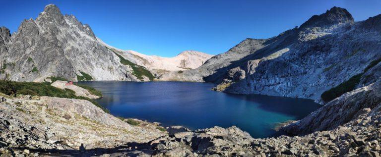 Laguna negra et refuge italia en patagonie argentine