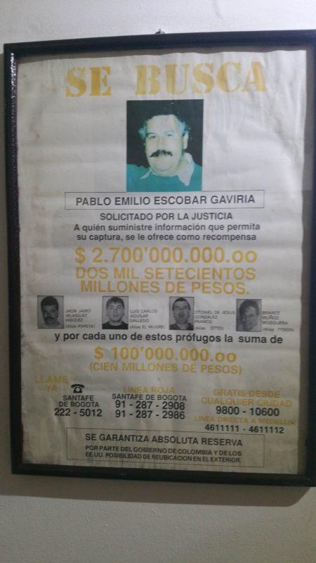 Affiche de recherche de Pablo Escobar encadrée