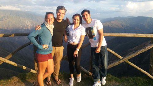Avec des amis colombiens à un point de vue