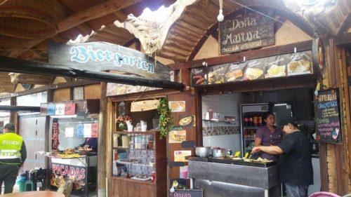 Petits restaurants rapides dans un marché