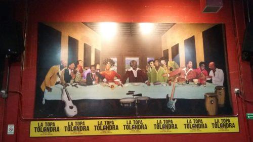 Tableau représentant le dernier repas de Jésus avec des musiciens à la Topa tolondra