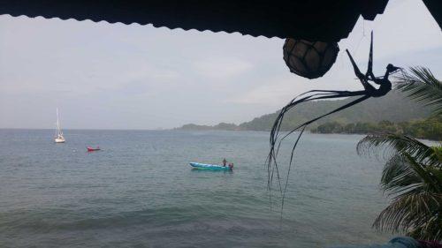 Bateau de pêcheur sur l'eau