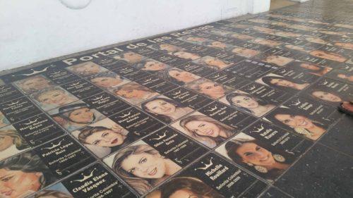 Photo des miss colombie en carrelage sur le sol