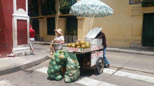 Vendeur de noix de coco dans la rue