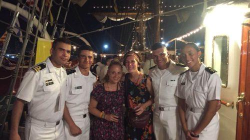 Avec des officiers de la marine mexicaine sur un voilier