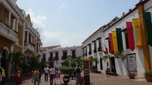 Rue colorée du centre de Carthagène