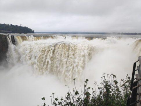 Garganta del diablo aux chutes d'iguazu en argentine