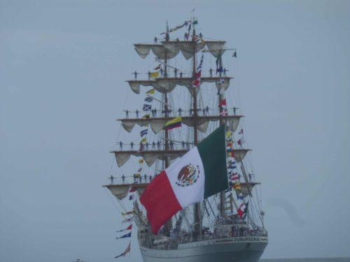 Trois mâts et drapeau mexicain
