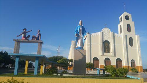 Devant l'église de graça