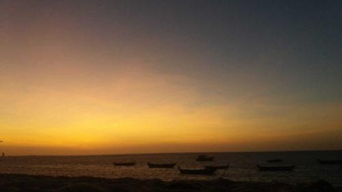 Lumière jaune orangée de coucher de soleil