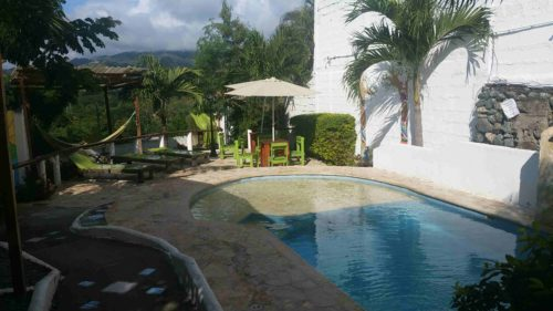 Petite piscine à l'extérieur