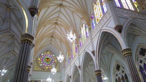 Intérieur de l'église de Las Lajas avec sa rosace