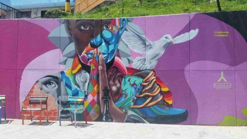 Peinture très colorée sur un mur