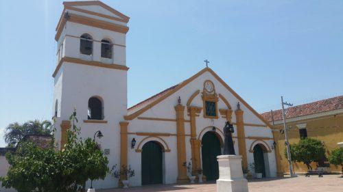Église blanche et orange