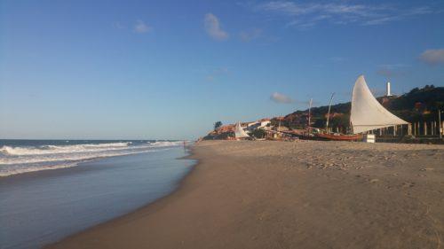 Bateau à voile latine sur le plage de Morro Branco