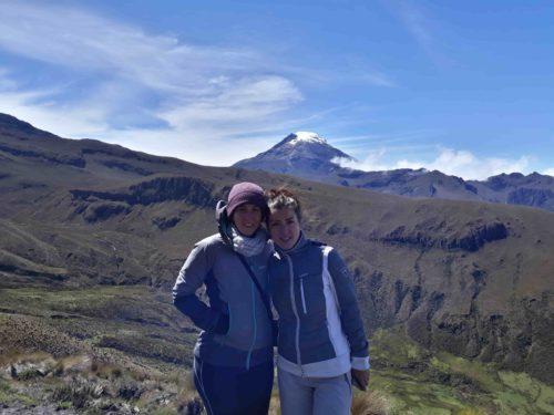 Moi et Laeticia devant le panorama de montagne
