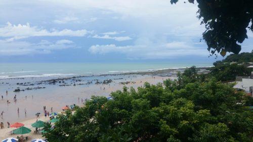 Praia do centro en contrebas