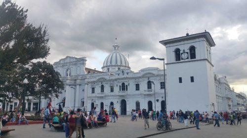 Église blanche de Popayan avec sa coupole