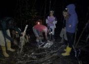 Groupe préparant le feu de bois