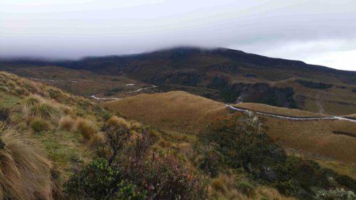 Vue sur le volcan embrumé