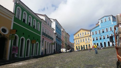 Succession de bâtiments colorés