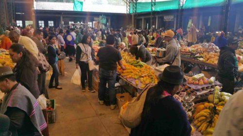 Dans une allée du marché de Silvia
