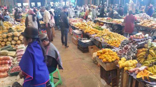 Fruits et légumes sur les étals du marché