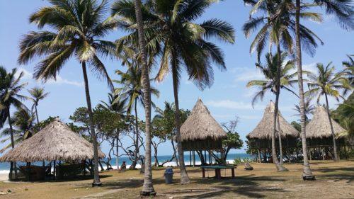 Cabanes au bord de la plage