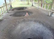 Moi dans un trou creusé pour des anciennes tombes