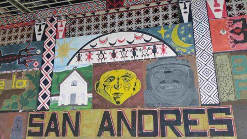 Fresque décorée avec des visages indigènes