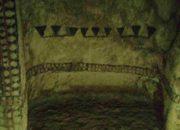Peintures anciennes sur les mur d'une tombe