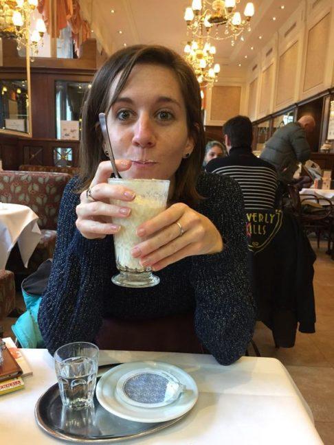 Chocolat chaud dans un café viennois