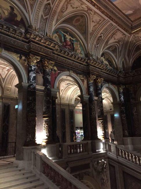 Colonnes intérieures du musée d'histoire l'art