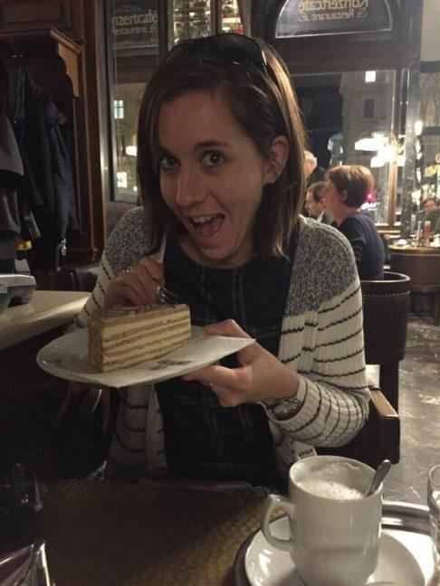 Gâteau dans un café viennois